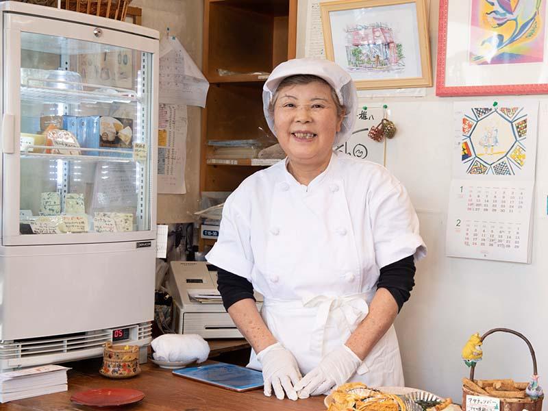画像: 明るい笑顔で出迎えてくれたのは、店主の白井幸子さん。海外に乳製品の勉強をしに行くなど、とても活動的