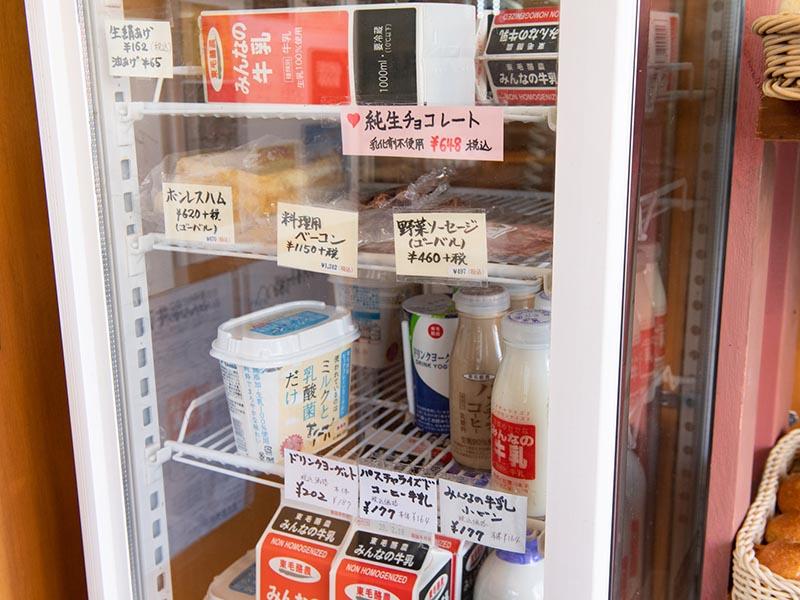 画像: 岐阜県の「山のハム工房 ゴーバル」のハムやソーセージも販売。化学調味料や発色剤を一切使わず、時間をかけて熟成させており、自然な味わい