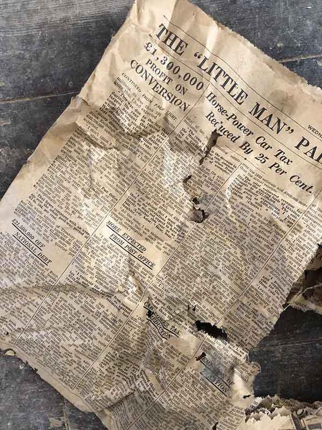 画像: 床下から出てきた1934年の新聞。読むとタイムスリップしたようで楽しい