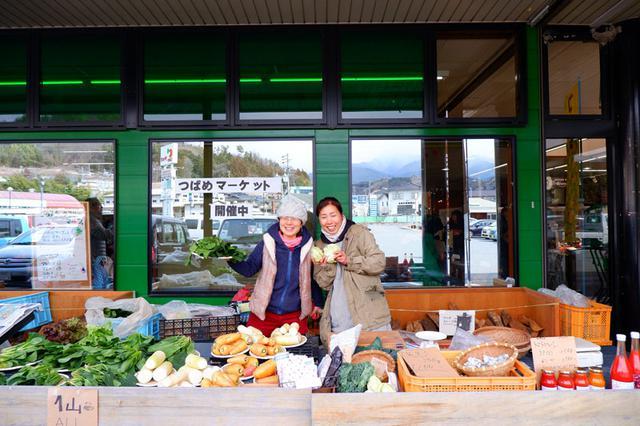 画像: プラスチックフリーマルシェ主催、大島農園・大島歩さん(写真左)。同じく農家仲間である、 あめつち農園 ・松原沙織さんと