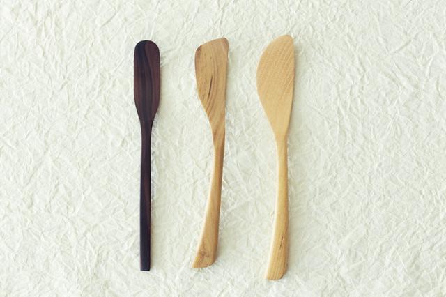 画像: 左から、黒檀のジャムベラ、桑のジャムベラ、バターナイフ