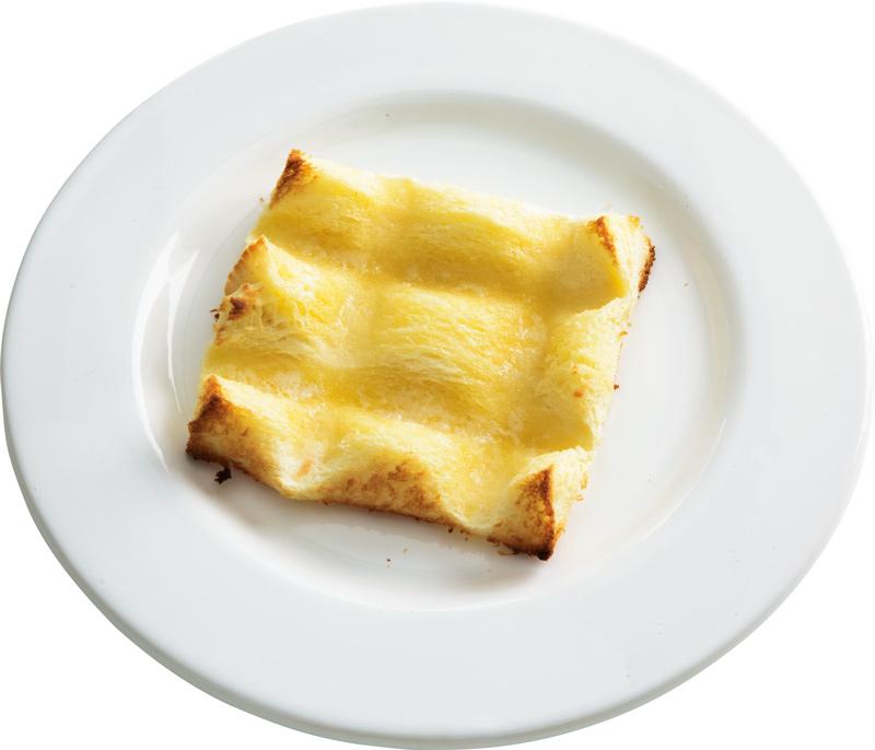 画像: 4枚切り食パンで 凸凹バタートースト