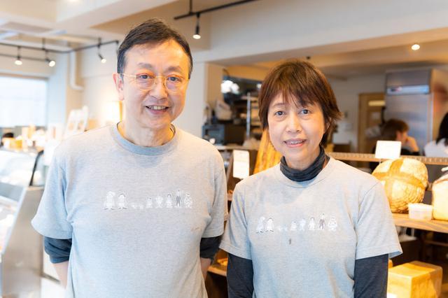 画像: 店主の須藤さん夫妻。互いに感想を言いながら、新メニューを考案している