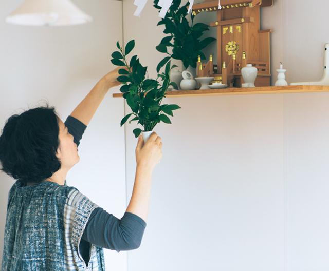 画像: 9:05 神棚に手を合わせる、アトリエの掃除