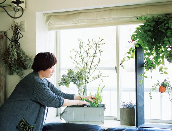 画像: 「よく、『植物がすぐ枯れちゃう』と相談を受けますが、枯れる前に手を打つ、ふだんからよく見ることが大切なんです」
