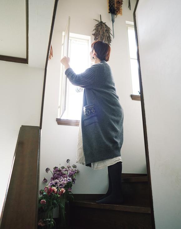 画像: 5:40 2階を換気し、子どもを起こす、ベッドまわりの整頓