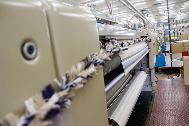 画像: 生地には特殊な織り方が採用され、さらっと心地よい肌当たり