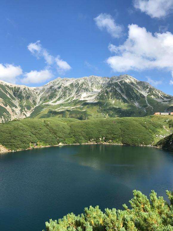 画像: みくりが池。標高2,400mまで簡単にアクセスできる