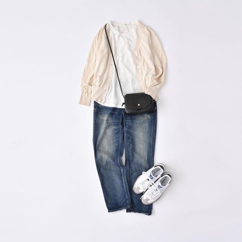 画像: 基本のスタイル。年齢を重ねるにつれ、カジュアルな服装がしっくりこないと悩んでいる方も多いのでは? アウターがなくなると、その質感で保たれていたバランスが崩れ、カジュアルさが強いと感じることも。