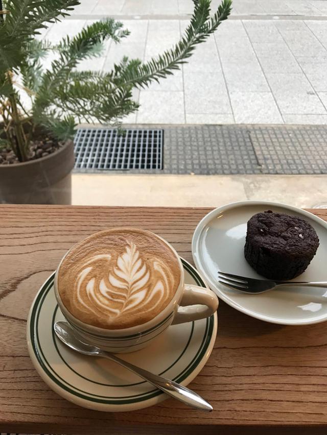 画像: SIX OR THIRD COFFEEさんの美味しいカフェラテと焼き菓子