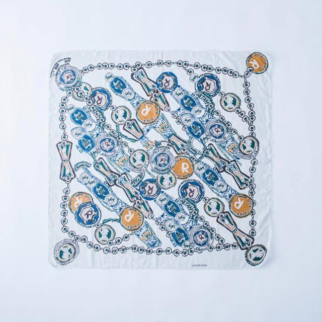 画像: 薄手のコットンストール¥18,000/45R(フォーティファイブアールピーエムスタジオ) とても柔らかく、自然にきれいなドレープができるタイプ。