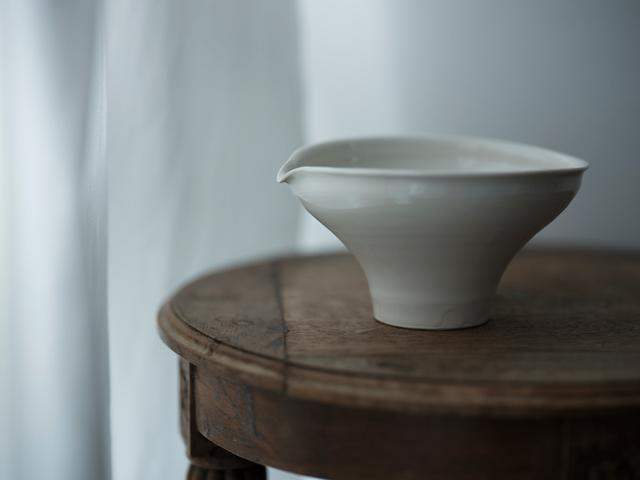 画像1: 片口の鉢には、大輪の花を