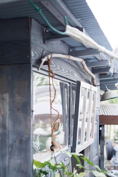 画像: 屋根には鋼板波板を使用