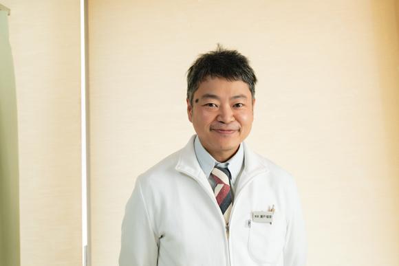 画像: 再びご登場の、院長・瀬戸郁保(いくやす)先生。いつもていねいな施術と技術&親切なアドバイスをいただき、私たちが全幅の信頼を寄せる先生です!