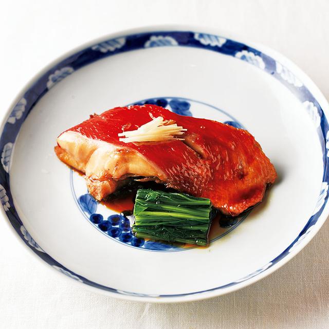 画像: 茹でたほうれんそうを、金目鯛の煮つけに添えて。見た目も華やかになる