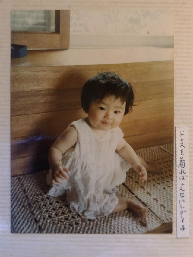 画像: 幼少期の長谷川さん。食卓によく魚が上る家庭で育った