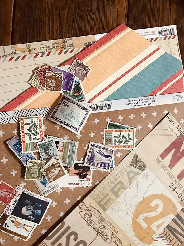 画像: 私の紙のコレクションの一部。紙が大好きなので、紙のコレクションはこの何十倍もあります。見ているだけで創作意欲が湧いてきます