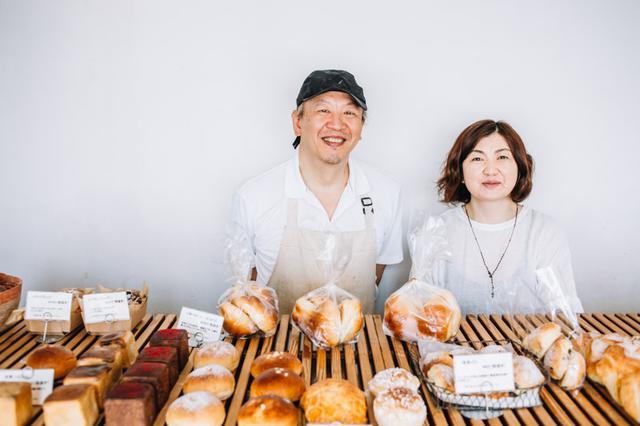 画像: 実さんがパンづくり、さおりさんがカフェの料理を担当