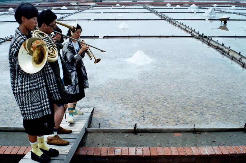 画像2: 現存する台湾最古の塩田!「井仔腳瓦盤鹽田(いこあしかわらぼん・えんでん)」