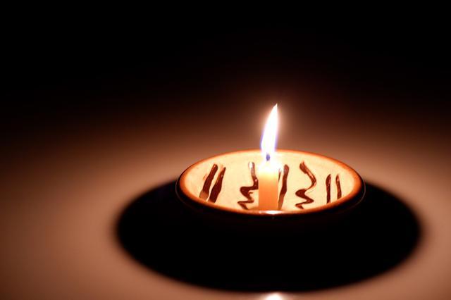 画像: これは、別の日に蜜蝋キャンドルを灯したときのもの