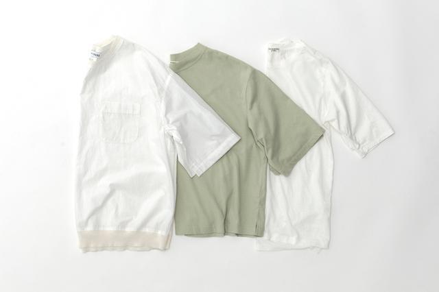 画像: 左)白プルオーバートップス ¥22,000/ヴェリテクール エ セ コパン(ヴェリテクール) 中)グリーンTシャツ ¥6,400 /アデュー トリステス 右)白Tシャツ(スタイリスト私物)