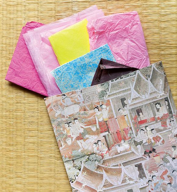 画像: きれいな包装紙は保存袋に入る量だけストックし、再利用。今回は浄水カートリッジを包むのに使用