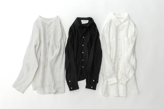 画像: ライトグレーのプルオーバーロングシャツ ¥24,000/ロワズィール クロのワイドシャツ ¥16,000/ヴェリテクール シロのビッグシャツ ¥32,000/レキップ