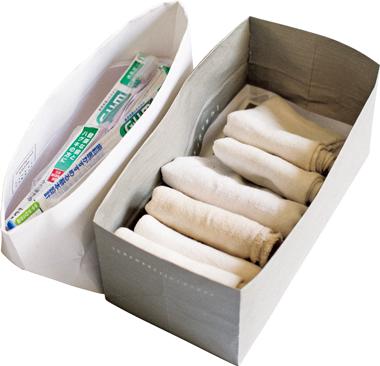 画像: 紙袋を内側に折り込んだ紙箱は、収納の便利グッズに
