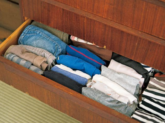 画像: 3 子ども服の収納は小さく折りたたんで