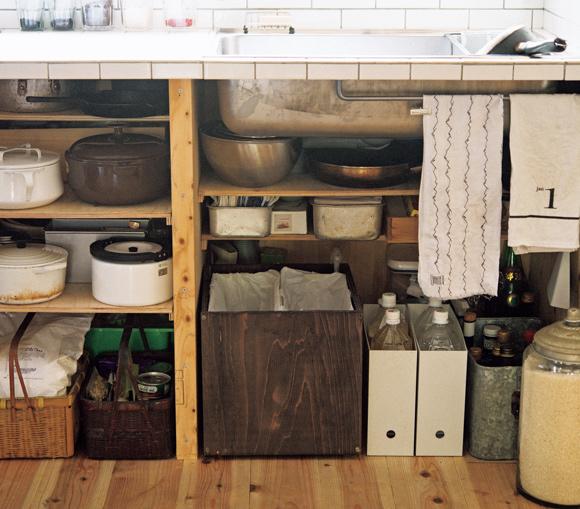 画像: 4 調理道具が収まるジャストな収納棚