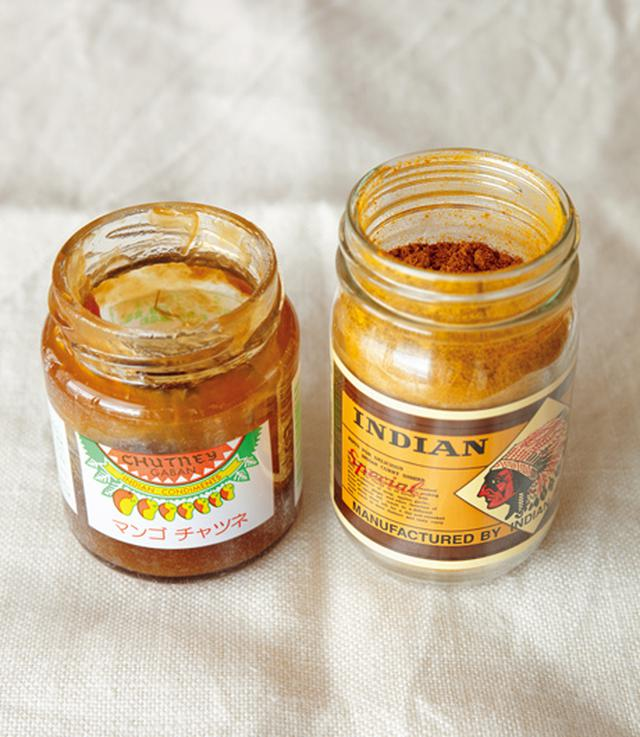 画像: カレー粉は同じメーカーを使いつづける。チャツネは、いちごジャムやりんごジャムで代用可