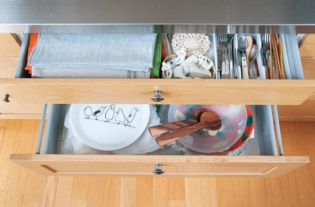 画像: ダイニング側には箸置きや大皿を