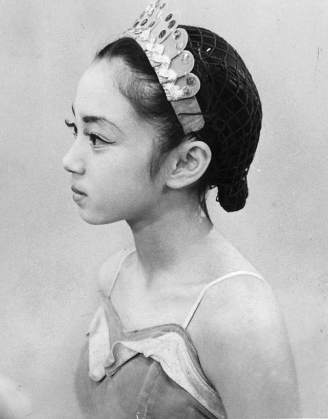 画像: 初舞台の森下さん、12歳。レッスン代や東京への旅費を捻出するために、母親は広島で洋食屋「きっちんもりした」を開業