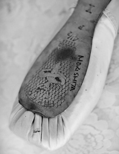 画像: トゥシューズの裏には「MORISHITA」のサインが。身長150cmに対して24.5cmの大きな足は世界で勝負する武器に
