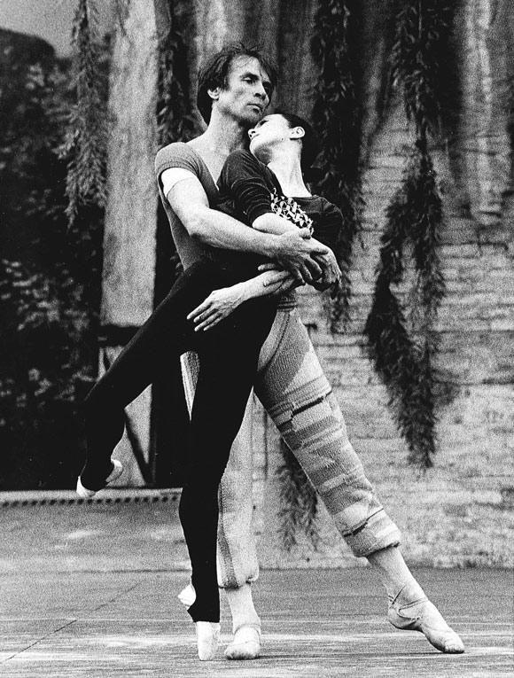 画像: 1984年、ヌレエフとカラカラ浴場の舞台で稽古中
