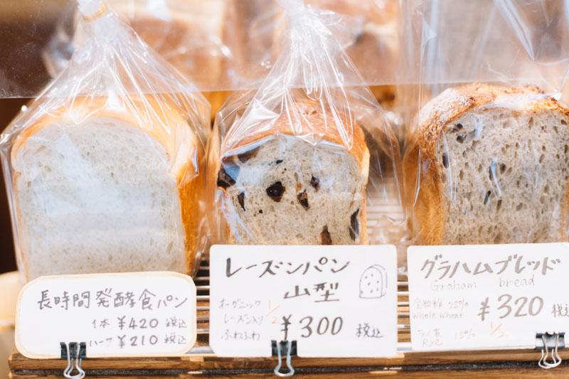 画像: 全粒粉25%、ライ麦15%入りの「グラハムブレッド」など、食パンの種類はいろいろ