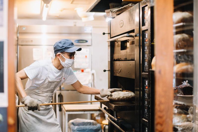 画像: 「うちのパンを食べて少しでも元気になってもらえたら」と話す