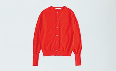 画像: 赤のクルーネックカーディガン 10,584円/ハンズ オブ クリエーションⒻ