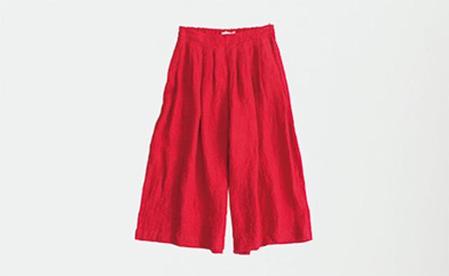 画像: 赤のガウチョパンツ 14,904円/ハンズ オブ クリエーションⒻ