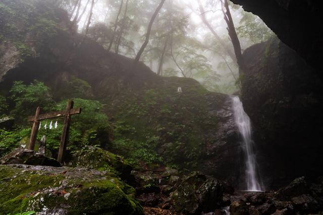 画像: 滝の周りは空気が違います。暑い日でもここだけはヒンヤリ気持ちよさそう