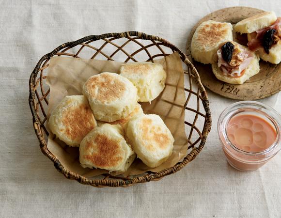 画像: 荻野恭子さんの無理なく毎日続けられる ポリ袋でつくる、オーブン要らずのパン