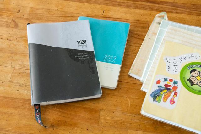 画像: これまで使ってきている手帳。「ずっと紙の手帳を愛用していますが、自分の変化とともに、手帳の使い方も変化してきました」