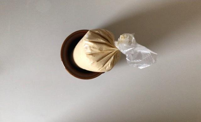 画像: クリームをしぼり袋に詰める