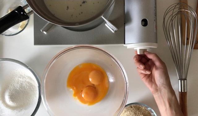 画像: カスタードクリームの材料を準備します