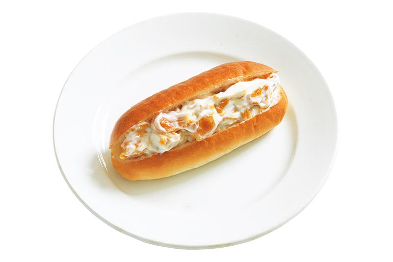 画像: ドライマンゴーはヨーグルトの中に入れて、ふっくら戻すのがポイント。軽やかな味わいの変わり種フルーツサンド