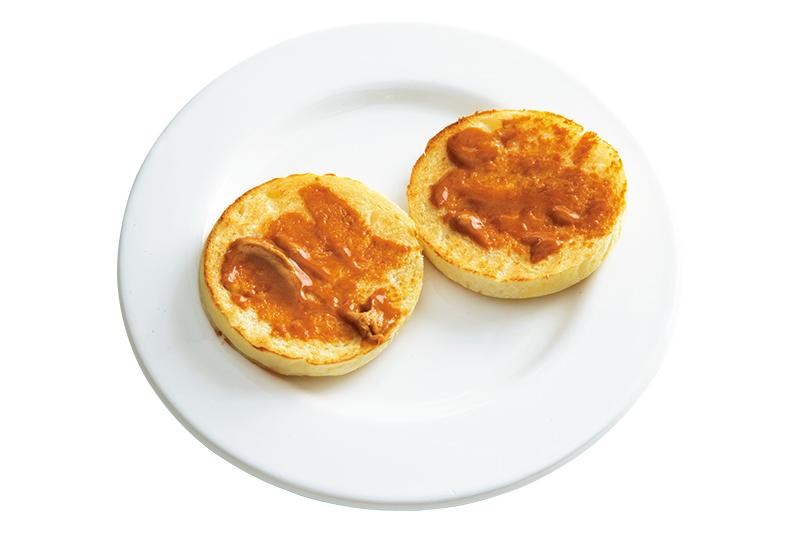 画像: 有塩バターにきな粉を練りこんでパンにぬり、トースト。大豆の風味がしみじみおいしい!お好みできび砂糖などで甘みをプラスするのもおすすめ