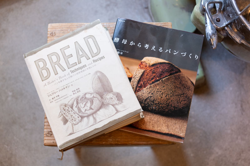 画像: ドイツのこの製法のことは、アメリカを代表するパン職人のジェフリー・ハメルマンさんと、日本を代表するパン職人の志賀勝栄さんの本で知った