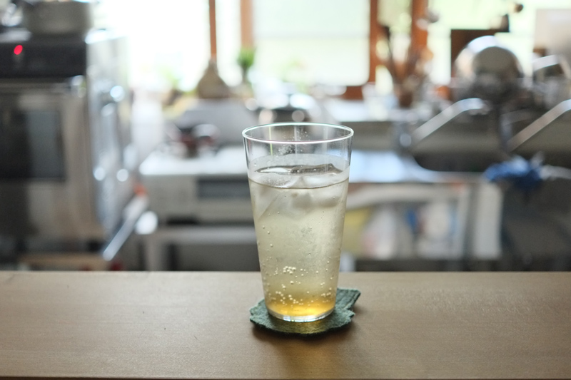 画像: 庭の梅で仕込んだ梅シロップのソーダ割。暑いときにうてつけの清涼剤。