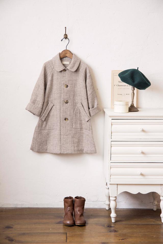 画像: リネンウールのコート:ヘリンボーンのリネンウールで軽いコートを。男女兼用で着られるシンプルなデザインがうれしい。
