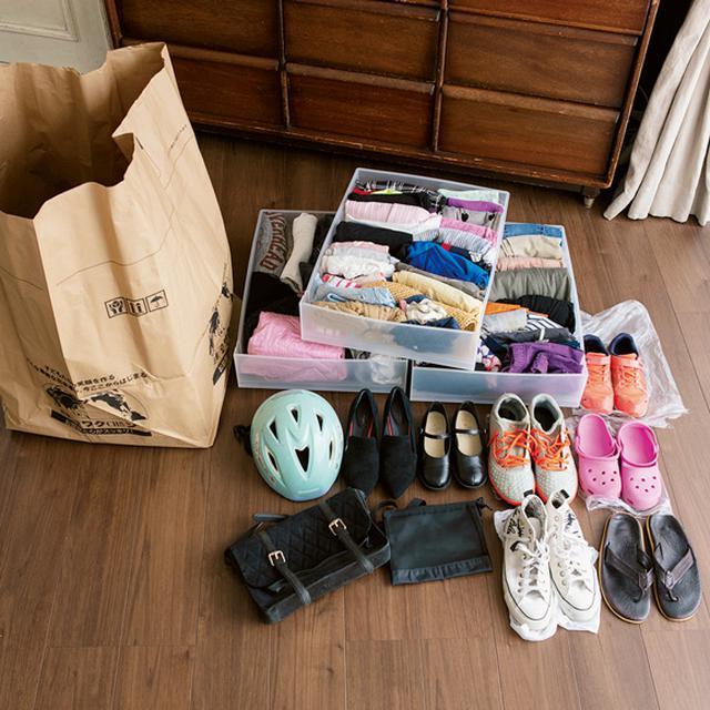 画像: 3 服や靴、バッグをまとめて詰める